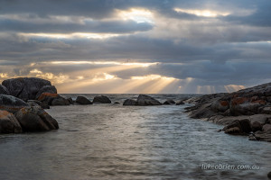 crepuscular rays bay of fires