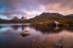 dusk-cradle-mountain-boatshed