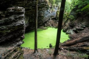 The green pond inside the Trowutta Arch